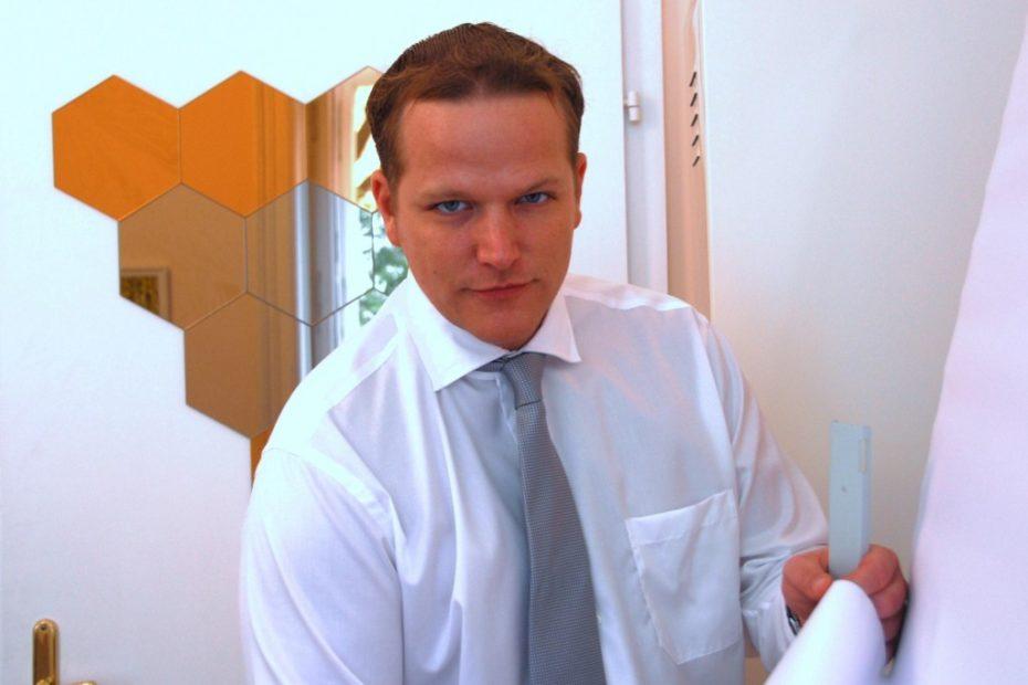 Mediator Alexander Haas